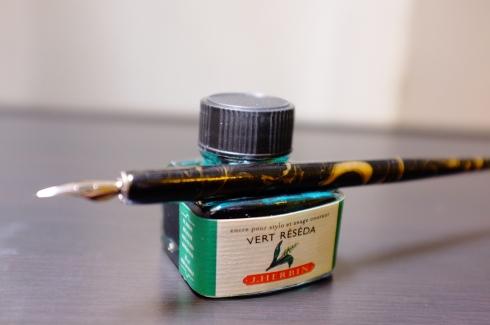 "J. Herbin ""Vert Reseda"" (spearmint green) and a dip pen"
